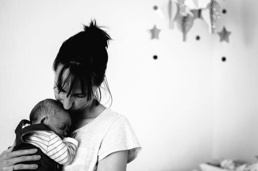 Léa Junet photographe maternage proximal